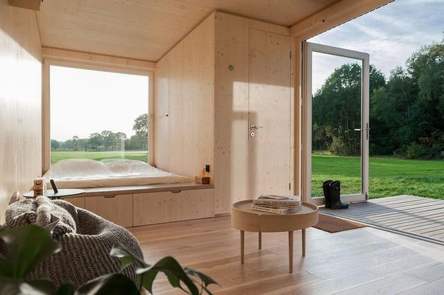 Phòng ngủ của cabin hoàn toàn là không gian mở hướng ra khung cảnh thiên nhiên bên ngoài.