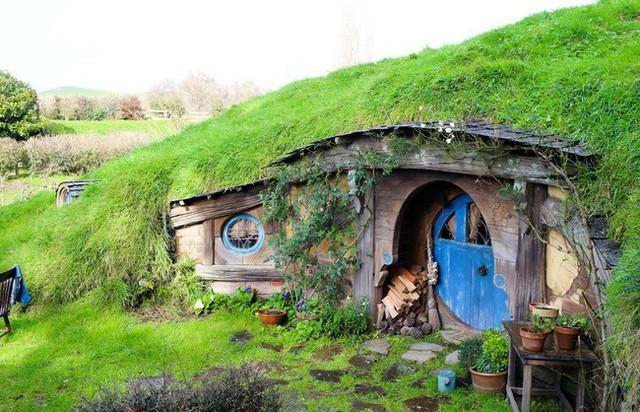 Một ngôi nhà Hobbit khác cũng được thiết kế theo phong cách tương tự.