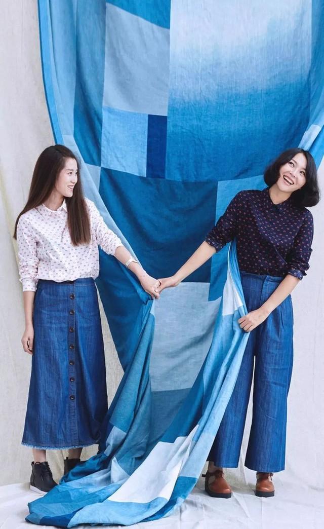 Ning Yuan còn tự nhuộm vải bằng nguyên liệu từ thiên nhiên.