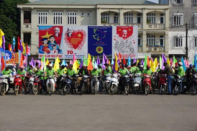 Buổi lễ có sự tham gia của hơn 400 tình nguyện viên trên địa bàn tỉnh Hòa Bình. Ảnh: N.Mai