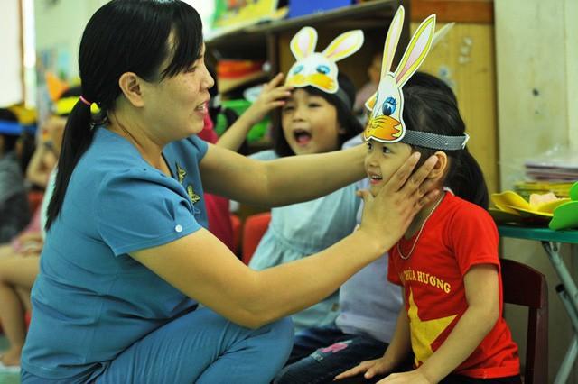 Tấm gương của cô Nhung được đồng nghiệp ghi nhận, phụ huynh thán phục và đã được Bộ trưởng Bộ GD&ĐT tặng bằng khen.