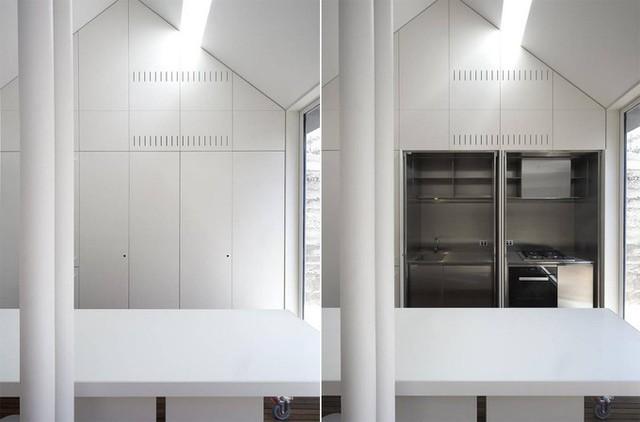 Hệ thống tủ âm giúp tiết kiệm diện tích cho ngôi nhà. Bên trong tủ là khu vực nấu nướng, rửa bát tiện dụng, sạch sẽ.