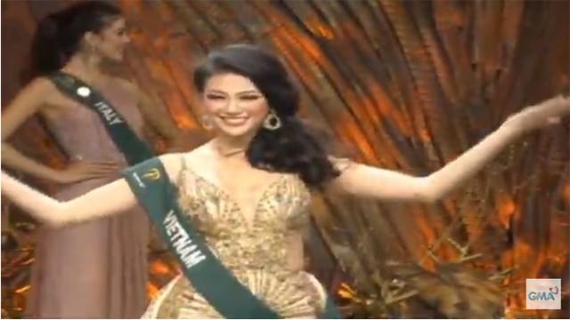 Phương Khánh trong khoảnh khắc vào Top 4 và tham gia vòng thi ứng xử.