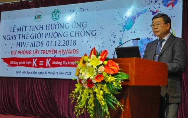 PGS.TS Nguyễn Quốc Anh cho hay, hơn 1.500 bệnh nhân đang được điều trị thuốc kháng virus (ARV) miễn phí tại Bệnh viện Bạch Mai