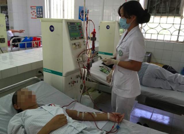 Chạy thận nhân tạo tại Bệnh viện Bạch Mai. Ảnh: TL