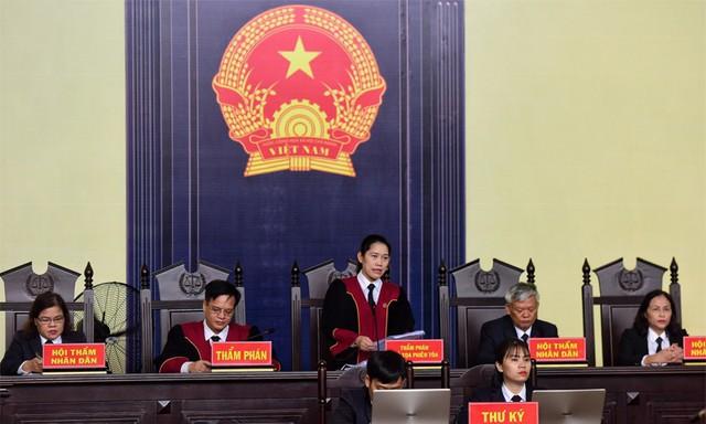 Chủ tọa Nguyễn Thị Thùy Hương tại phiên tòa sáng nay