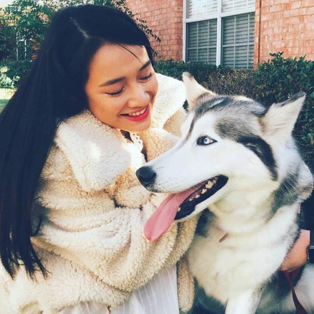 Nhã Phương vui vẻ đăng hình chụp cùng cún cưng