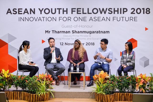 Anh Mok (thứ 2 từ trái qua) đang chia sẻ về kinh nghiệm của mình tại hội thảo ASEAN Youth Fellowship 2018. (Nguồn: SIF)