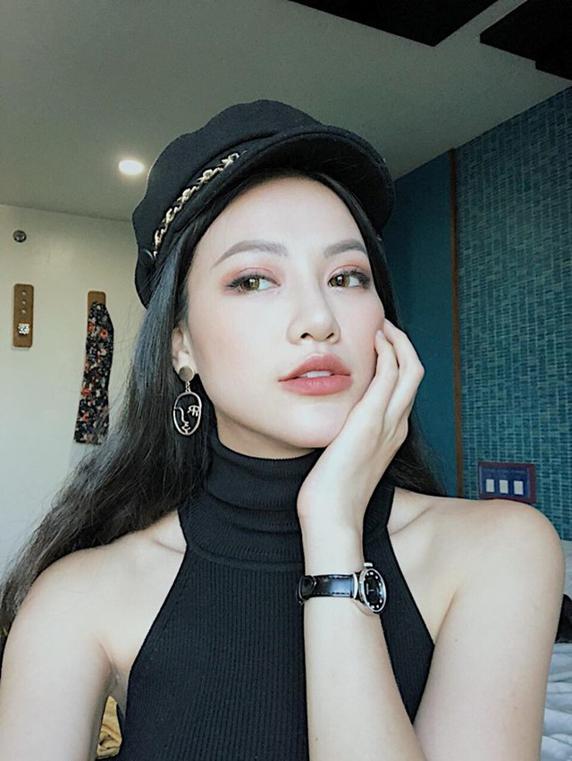 Phương Khánh tiết lộ, từ năm 16 tuổi cô đã quấn eo không bỏ một ngày nào.