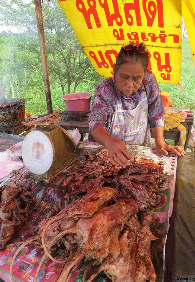 Thịt chuột nướng bán ở Thái Lan. Ảnh: Grant Singleton.