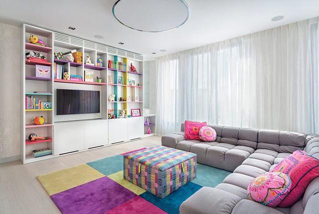 Phòng của bé luôn là lựa chọn thích hợp hơn cả để bạn pha trộn những gam màu tươi sáng rực rỡ với nhau.