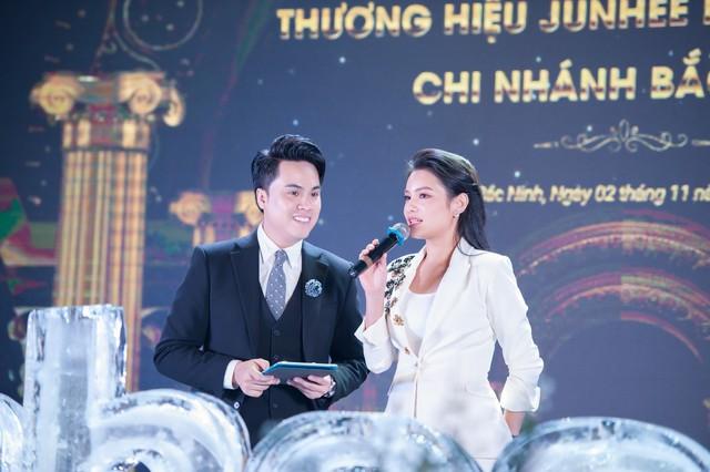 CEO Ngọc nguyễn phát biểu tại lễ ra mắt chi nhánh Junhee Beauty Center Bắc Ninh