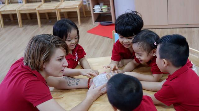 Dạy học dự án giúp trẻ nghiên cứu sâu theo từng đề tài cụ thể.