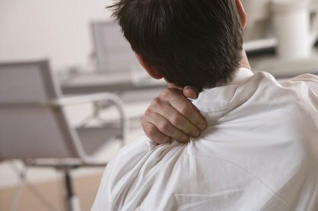 Có nhiều bệnh nghiêm trọng có triệu chứng là đau vai như: viêm túi mật, thoái hóa đốt sống,...