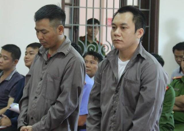 Ngô Văn Sơn (trái) và Lê Ngọc Hoàng tại phiên tòa. Ảnh: T.N