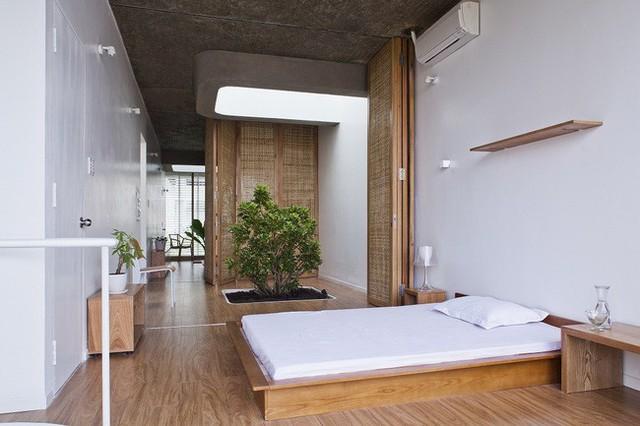 Phòng ngủ được tách biệt bằng vách ngăn.