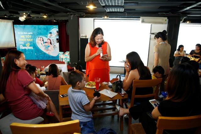 """Chuỗi sự kiện họp mặt đi tìm định nghĩa """"Mẹ Tốt Thời Nay"""" là một hoạt động thiết thực mà Pampers hợp tác cùng các hội nhóm nổi tiếng trên Facebook để khích lệ các bà mẹ Việt"""