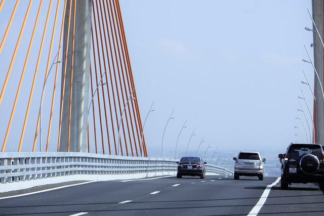 Chủ đầu tư ước tính bù thêm khoảng 200m3 bê tông cho mặt cầu phẳng
