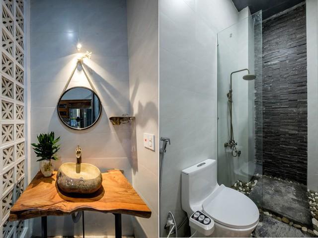 Không gian nhà vệ sinh với các nguyên vật liệu như đá, cây xanh, sỏi....