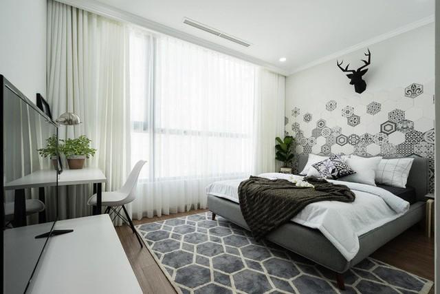 Nội thất cá tính nhưng vẫn cùng tone với tổng thể, những điểm nhấn trang trí như cây xanh, thảm cùng tone khiến mang đến cho những phòng ngủ này vẻ đẹp không thể phủ nhận.