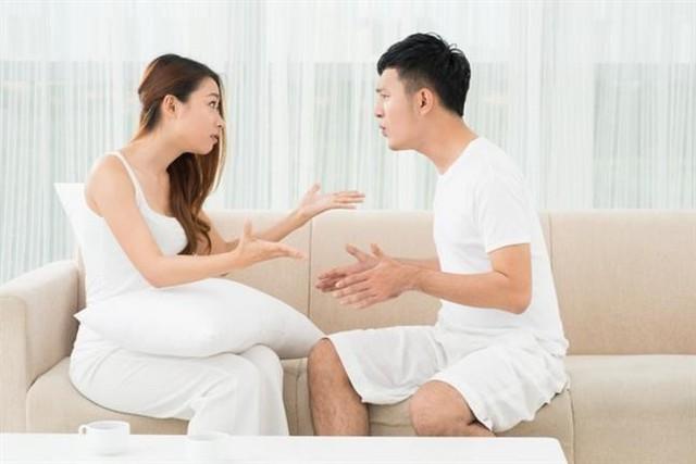 """Câu nói ly hôn là """"món quà"""" anh đền đáp cho những năm tháng thanh xuân của tôi."""