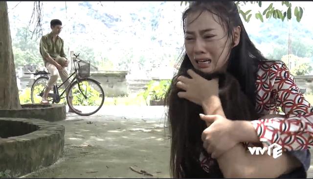 Tìm thấy Lan điên dại, Quỳnh khóc nghẹn vì thương.