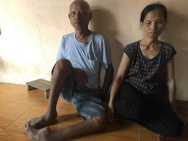 Bố mẹ anh Thủy người bị dị tật, người mắc ung thư vú