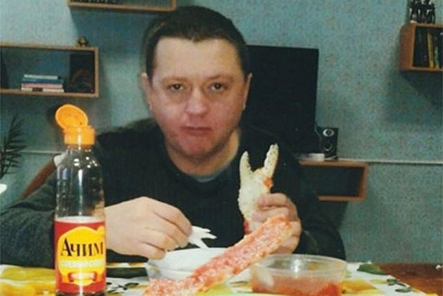 Vyacheslav Tsepovyaz ăn cua trong tù. Ảnh: Twitter
