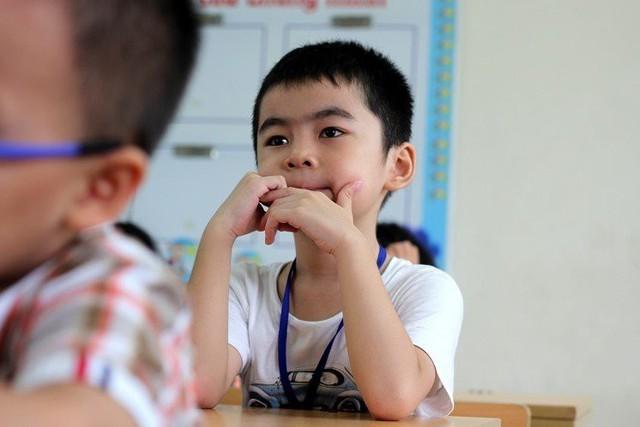 Ngoài hơn 8 triệu/ tháng tiền học trên trường, vợ chồng chị Nga còn chi thêm 2,2 triệu cho các lớp học ngoại khóa (Ảnh minh họa)