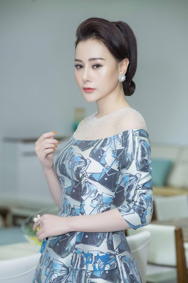 Hình ảnh của Phương Oanh sau khi phẫu thuật thẩm mỹ.