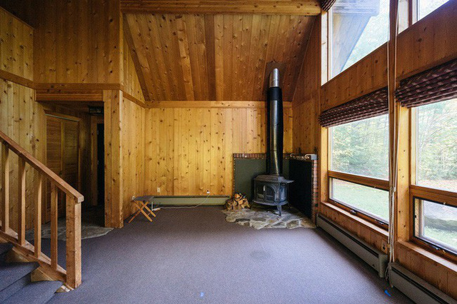 Trước khi cặp vợ chồng mua lại cabin này phần kết cấu và nội thất đã khá rõ ràng và họ biết mình chỉ cần thực hiện các điều chỉnh nhỏ khác để làm mới nó lên thôi.