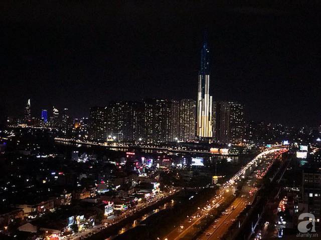 Căn hộ có view tuyệt đẹp vào buổi tối.