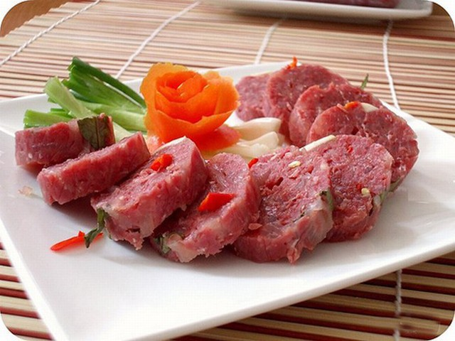 Tuyệt đối không ăn thịt lợn sống nếu bạn không muốn nhiễm sán.