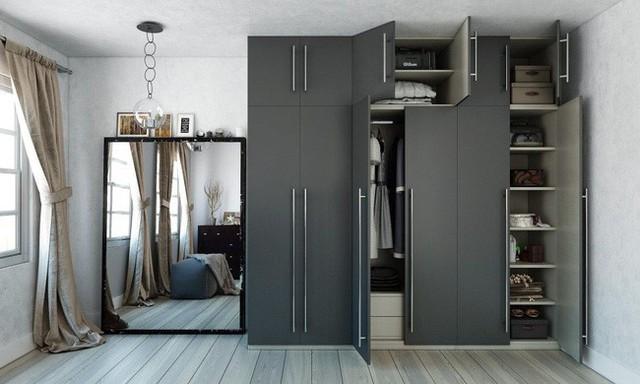 5. Hệ tủ cao sát trần với nhiều ngăn thích hợp để lưu trữ từ quần áo đến giày dép, phụ kiện sẽ giúp không gian nhà bạn trông gọn gàng hơn so với bố trí nhiều hệ kệ quanh nhà.