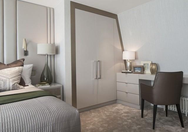 6. Một ví dụ minh họa nữa chứng minh tủ âm tường chính là giải pháp vàng cho phòng nhỏ. Đặc biệt kiểu tủ đồng màu với màu tường sẽ càng giúp tạo cảm giác gọn gàng.