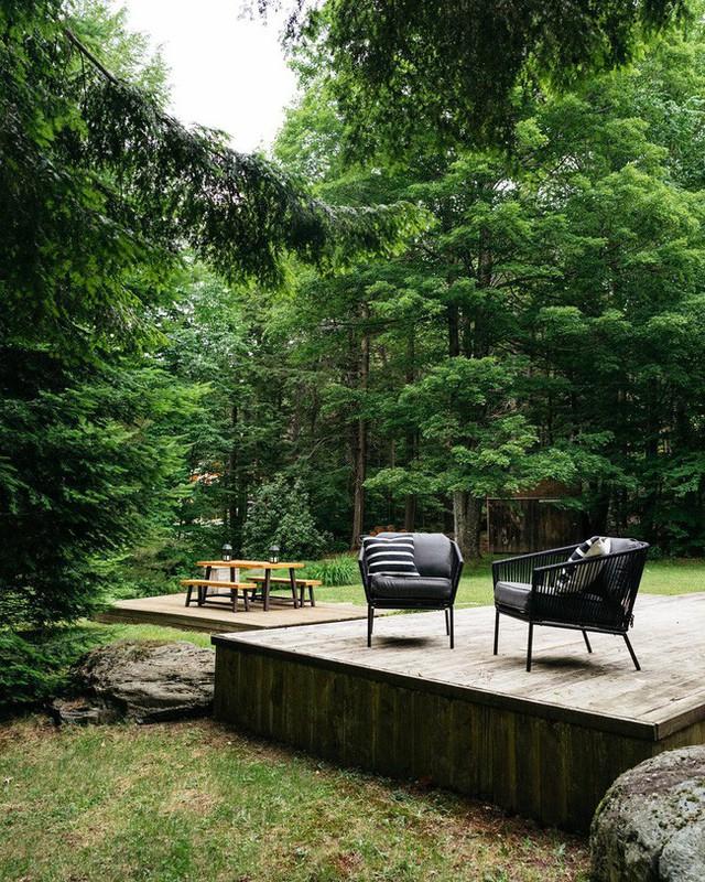 Phần sân vườn tuyệt vời để nhâm nhi trà, trò chuyện và tổ chức các buổi tiệc tùng.