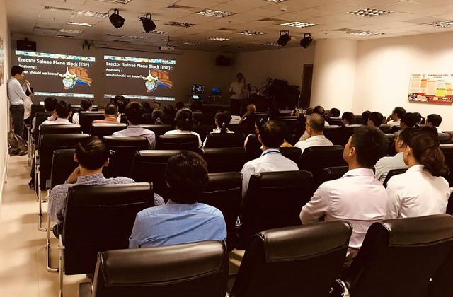 Khóa học đào tạo kỹ thuật gây tê ESP giúp người bệnh mổ tim không đau đầu tiên trên thế giới do Vinmec Central Park tổ chức tháng 10/2018 đã thu hút nhiều bác sĩ trong khu vực tham dự.