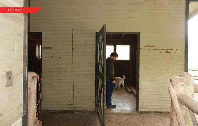 Cặp vợ chồng chia sẻ với kiến trúc sư rằng họ muốn giữ nguyên cấu trúc ban đầu của chuồng ngựa, chỉ thay đổi màu sắc và tăng kích cỡ cửa sổ để mở rộng tầm nhìn.