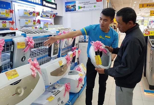 Điện máy Xanh là địa chỉ đáng tin cậy khi chọn mua máy nước nóng. Hệ thống này có nhiều chương trình khuyến mãi hấp dẫn hàng tháng.