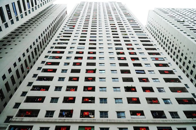 Tổ hợp chung cư HH Linh Đàm với 12 tòa nhà và khoảng 3 vạn cư dân sinh sống. Đây được xem khu chung cư có tinh thần và tình yêu dành cho đội tuyển Việt Nam bậc nhất Hà Nội.