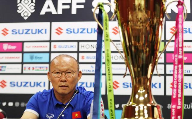 HLV Park Hang-seo trong cuộc họp báo kỹ thuật sáng 10/12 ở Malaysia.