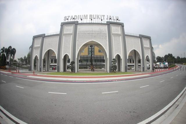 Sân Bukit Jalil nằm ở Bukit Jalil, trong khu liên hợp thể thao quốc gia của Malaysia tại miền Nam Kuala Lumpur. Sân vận động quốc gia Bukit Jalil có sức chứa 88.000 chỗ ngồi. Đây là sân vận động đa chức năng, xây dựng năm 1998 để tổ chức Đại hội thể thao thịnh vượng chung năm 1998.