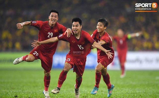 Huy Hùng (số 29) đã lập công đầu cho đội tuyển Việt Nam.