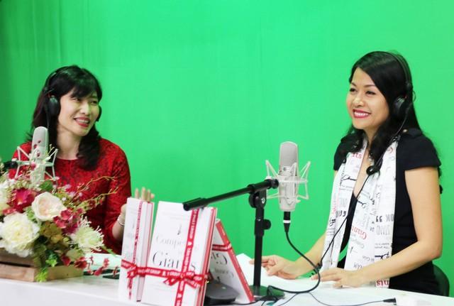 Doanh nhân Trần Uyên Phương trong buổi giao lưu với đài VOV về chủ đề Vai trò người lãnh đạo trong doanh nghiệp gia đình.