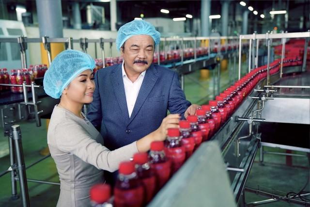 Nữ doanh nhân cùng gia đình bà đã từ chối 2,5 tỷ đô của CocaCola để giữ lại Tân Hiệp Phát và đang đưa doanh nghiệp này vươn ra thế giới mạnh mẽ.