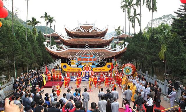 Lễ khai hội Chùa Hương năm 2017