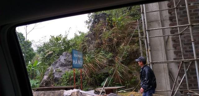 Khu vực giáp ranh giữa khu du lịch là địa phận Hà Nội. Hiện Xuân Trường đang cho xây cổng chắn.