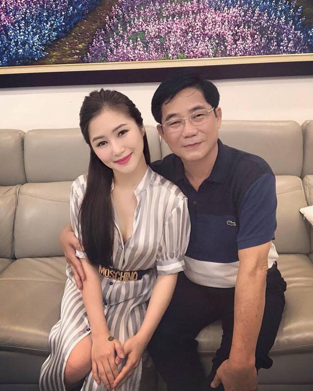 Bố Hương Tràm rất quyết liệt ngăn cản con gái bước chân vào showbiz nhưng không thành