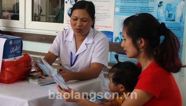 Công tác dân số kế hoạch hóa gia đình được thực hiện tốt nhờ xã hội hóa các phương tiện tránh thai và dịch vụ KHHGD/SKSS. Ảnh Báo Lạng Sơn