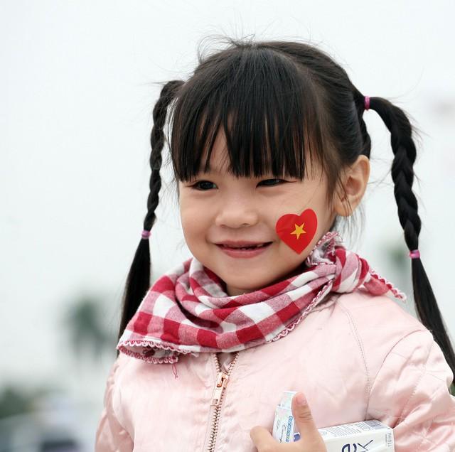 Trong khi đó, chị gái Nhím cũng hòa mình cùng hàng triệu người dân nước Việt trước trận đấu mang tính lịch sử này.